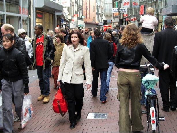 נשים בפעולה: לקנות או לא להיות?